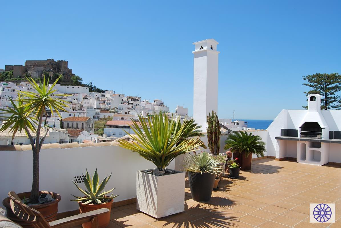 Fantastic penthouse apartment in Salobrena, huge outside terrace with panoramic views of the town, C,Spain