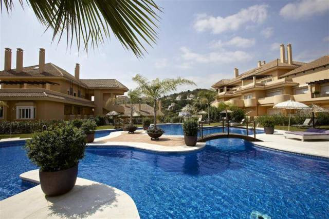 GREAT APARTMENT IN ALOHA HILL CLUB – This lovely ground floor unit comprises a living & dining w,Spain