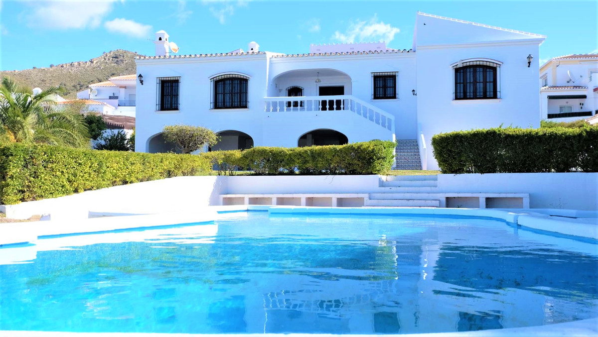 Great opportunity to buy this beautiful and spacious villa and you will have a spectacular view towa,Spain