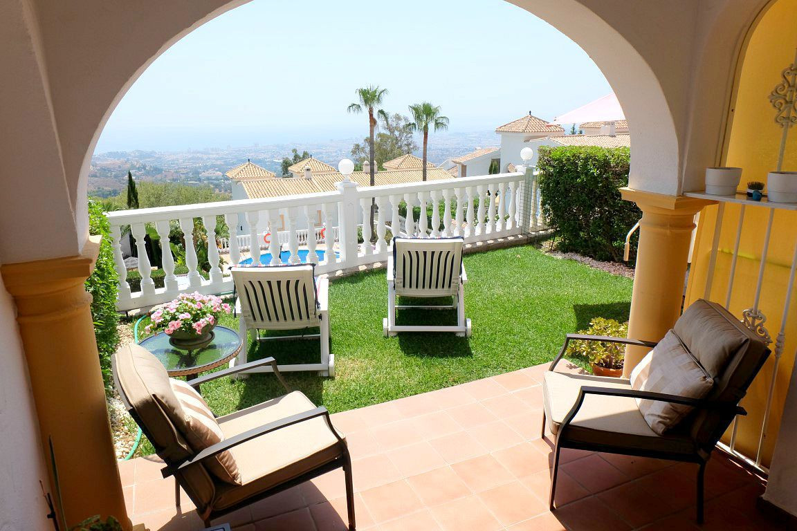 BEAUTIFUL 3 BEDROOM SEMI-DETACHED VILLA LOCATED WITHIN WALKING DISTANCE TO THE IDYLLIC WHITE WASHED , Spain
