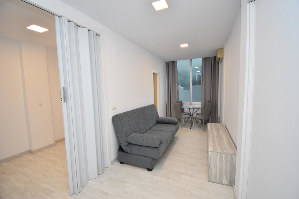 Newly renovated one bedroom apartment in the centre of Torremolinos  Located in the heart of Torremo, Spain