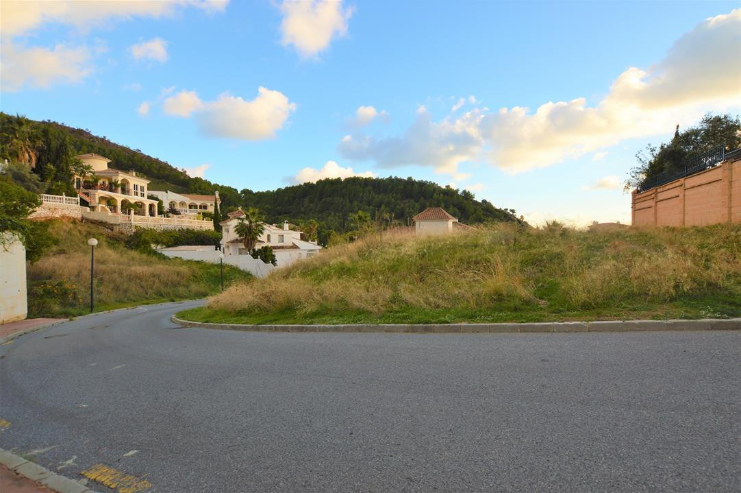 OPPORTUNITY OF PLOT OF 711 m2, WITH A 26% ALLOWED TO BUILD IN ONE OF THE BEST URBANIZATION OF MIJAS ,Spain