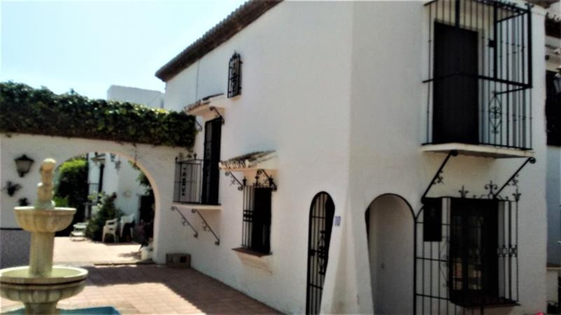 Beautiful 2 bedroom house in a central and quiet urbanization with communal pool. This very well pre,Spain