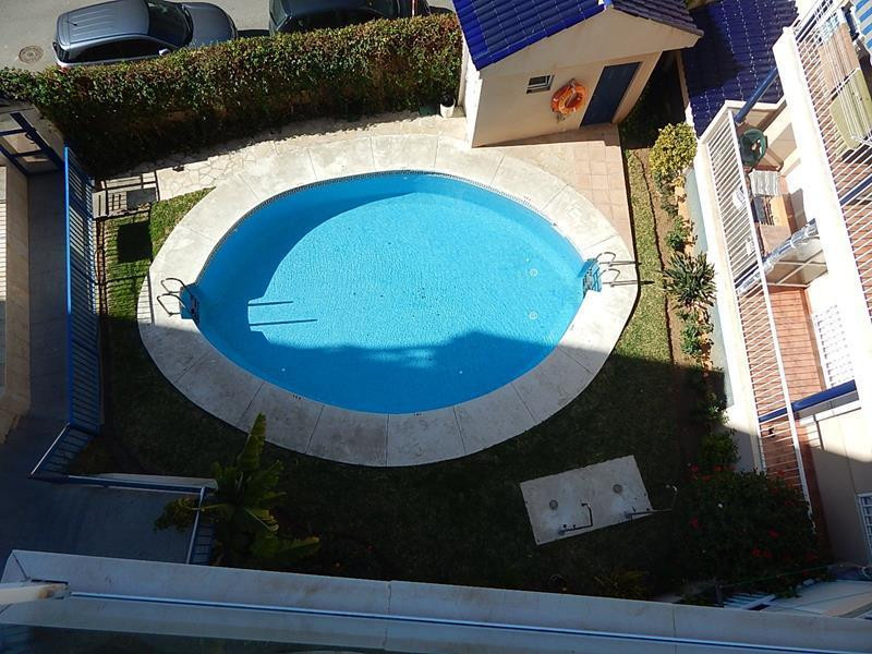 PENTHOUSE WITH LARGE ROOF TERRACE, LOVELY VIEWS, SUN ALL DAY, CLOSE TO THE BEACH.   Set on a quiet s,Spain