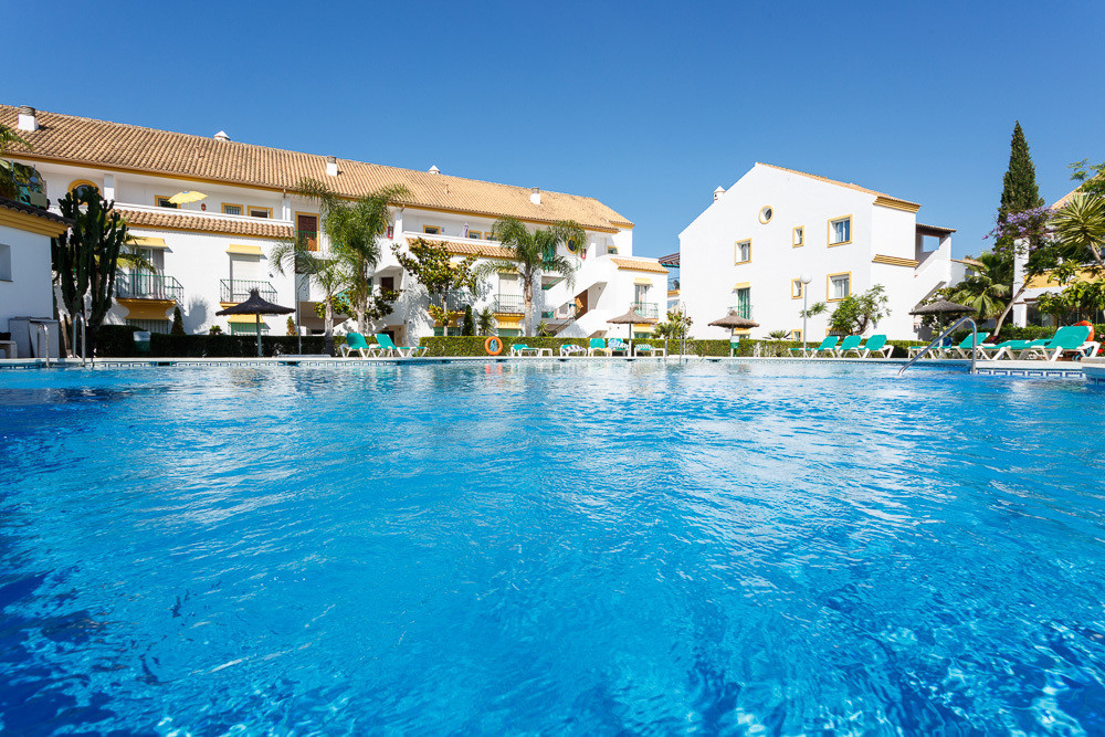 This fantastic ground floor apartment  is situated between the exclusive areas of Elviria and Cabopi,Spain