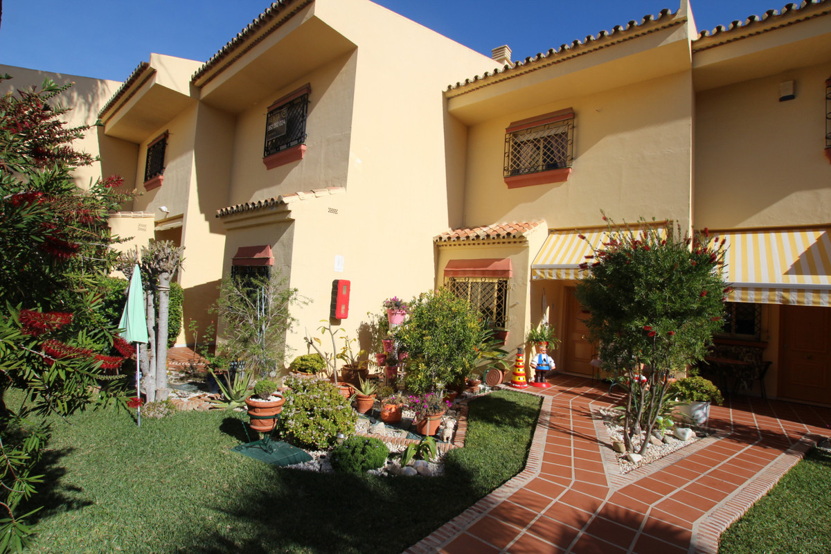 Lovely 2 bedroom townhouse for sale right by Torrequebrada Golf.  If you are a golf lover then we ha, Spain