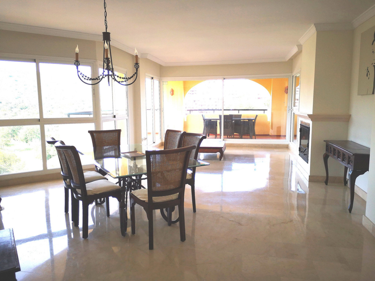Lovely 3 bedroom, TOP floor apartment in the quality urbanisation known as Terrazas de Santa Maria a, Spain