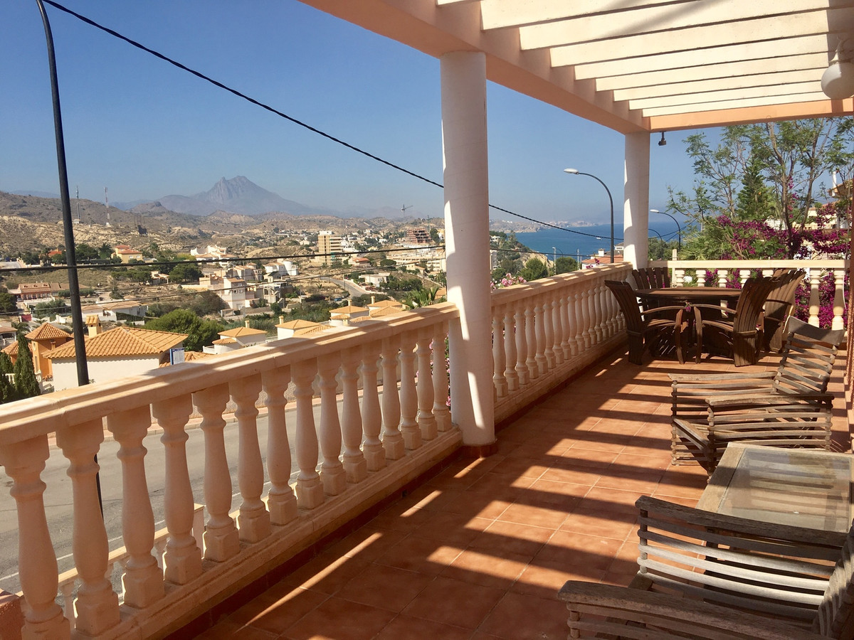 Delightful 3 bedroom villa with the main living area all on one level and a self-contained apartment, Spain