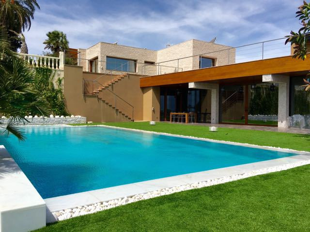 Unrivalled, south-facing, luxury first line residence set in nearly 3000m2 of elevated grounds with , Spain