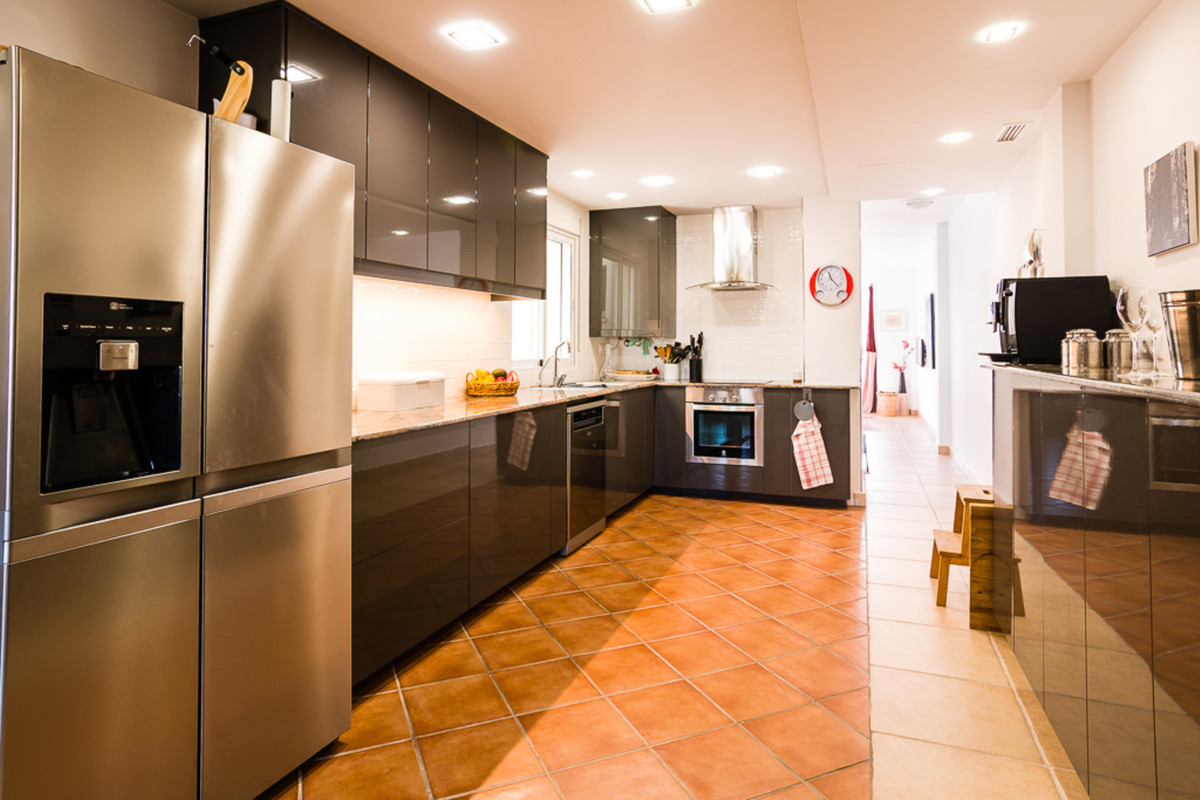 EL CAMPELLO CENTER / AVENIDA GENERALITAT  Welcome to this lovely bright apartment in El Campello. He, Spain