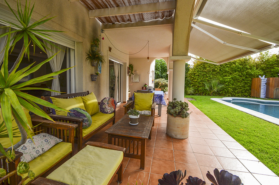 Very beautiful bright villa, surrounded by a lush garden. The swimming pool and covered terrace loca, Spain