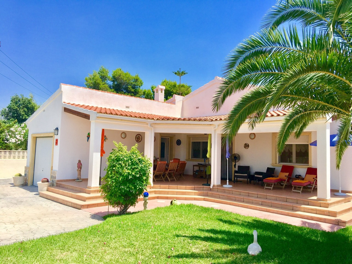 Pristine, 3 bedroom, quality villa with pool in Busot  Year 2000 villa built to a high standard by p, Spain