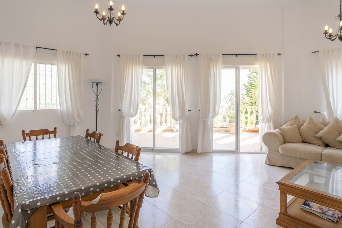 Delightful 3 bedroom villa with sea view in sought after residential area in El Campello.  2002 vill, Spain