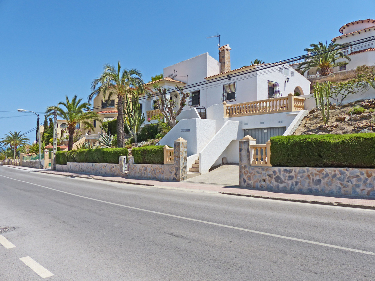 Detached Villa, El Campello, Costa Blanca. 4 Bedrooms, 2 Bathrooms, Built 160 m², Garden/Plot 720 m², Spain