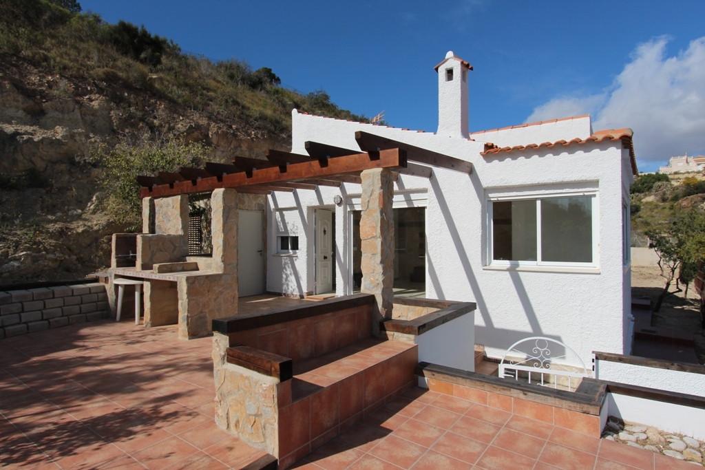Detached Villa, El Campello, Costa Blanca. 2 Bedrooms, 2 Bathrooms, Built 60 m², Garden/Plot 1000 m²,Spain
