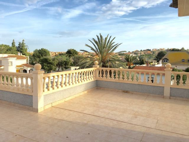 Imposing villa of 5/6 bedrooms located in a residential area of ??Muchamiel 5km from shops, 15 minut, Spain