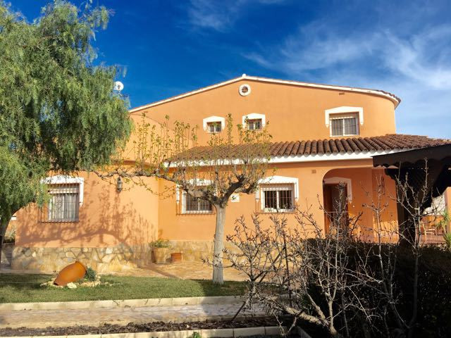 Extraordinary 5 bedroom character property in traditional finca style just 5 minutes from El Campell, Spain