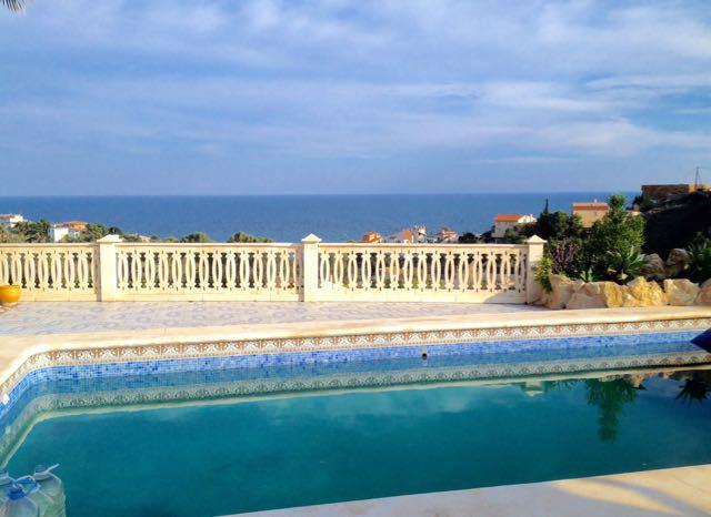 Imposing, sea view 3 bedroom villa in Coveta Fuma in excellent condition.  1996 2 storey villa in el,Spain