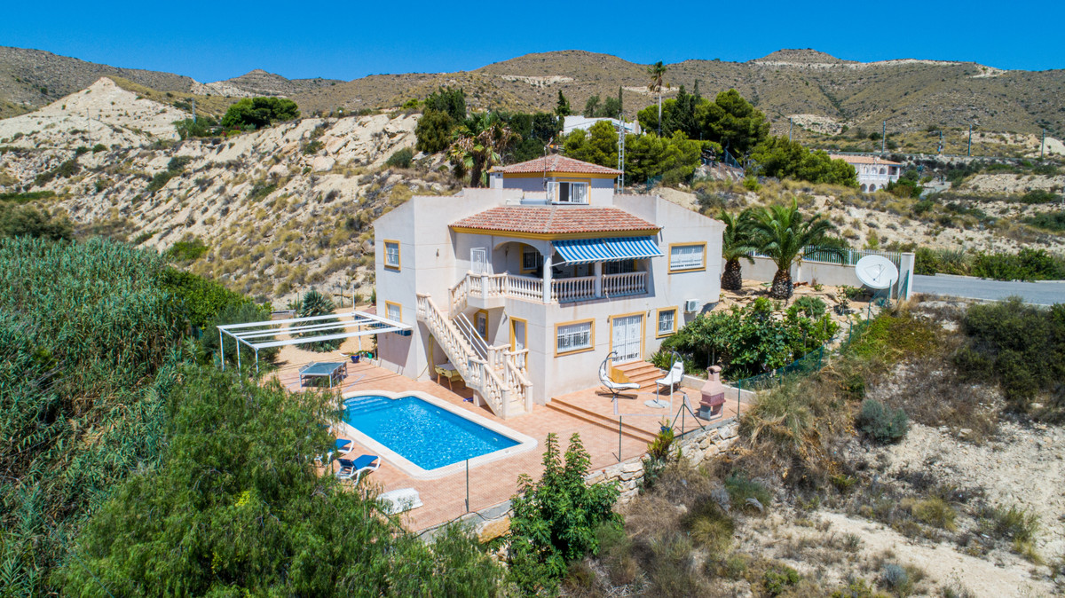Beautiful villa in a quiet area in Campello at 5 minutes from the beach, sea views, private pool and, Spain