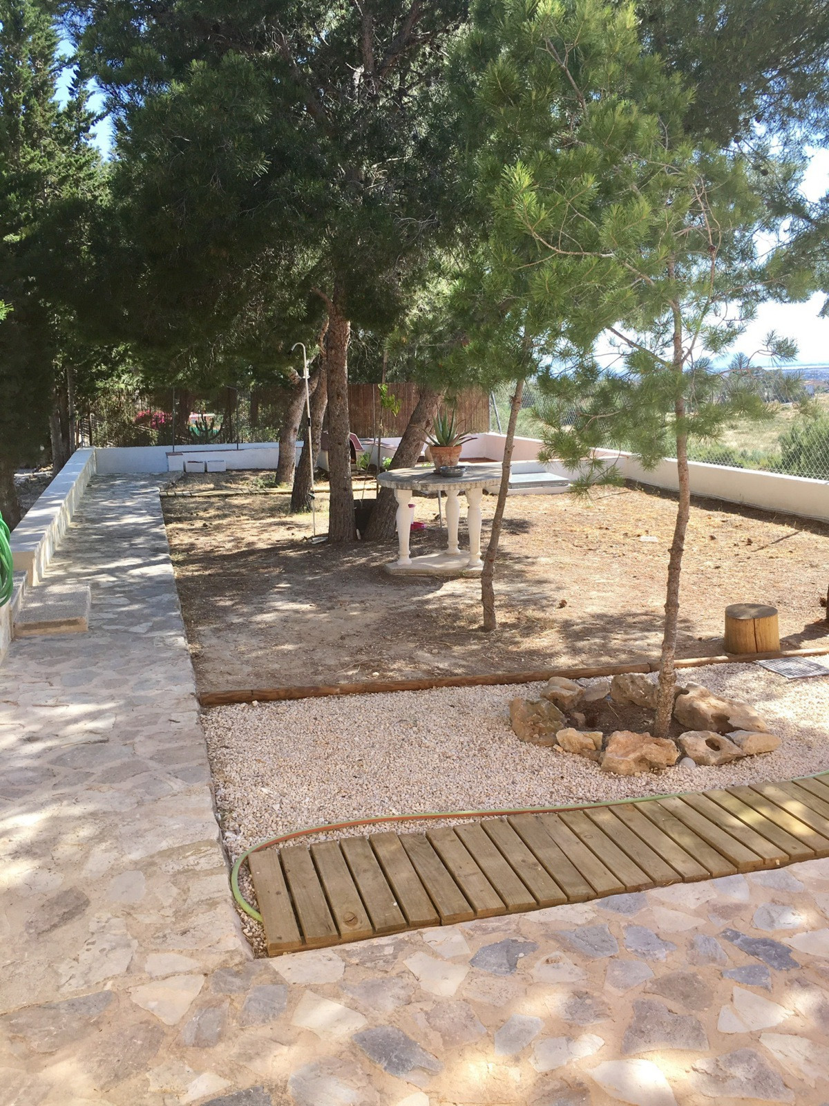 Independent country house located in a look after residential area in Busot.  This detached house bu,Spain