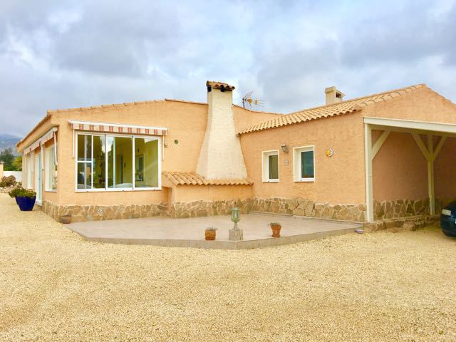 Pristine, finca style villa with 3/4 bedrooms set in a picturesque setting just 2 minutes from Aigue, Spain