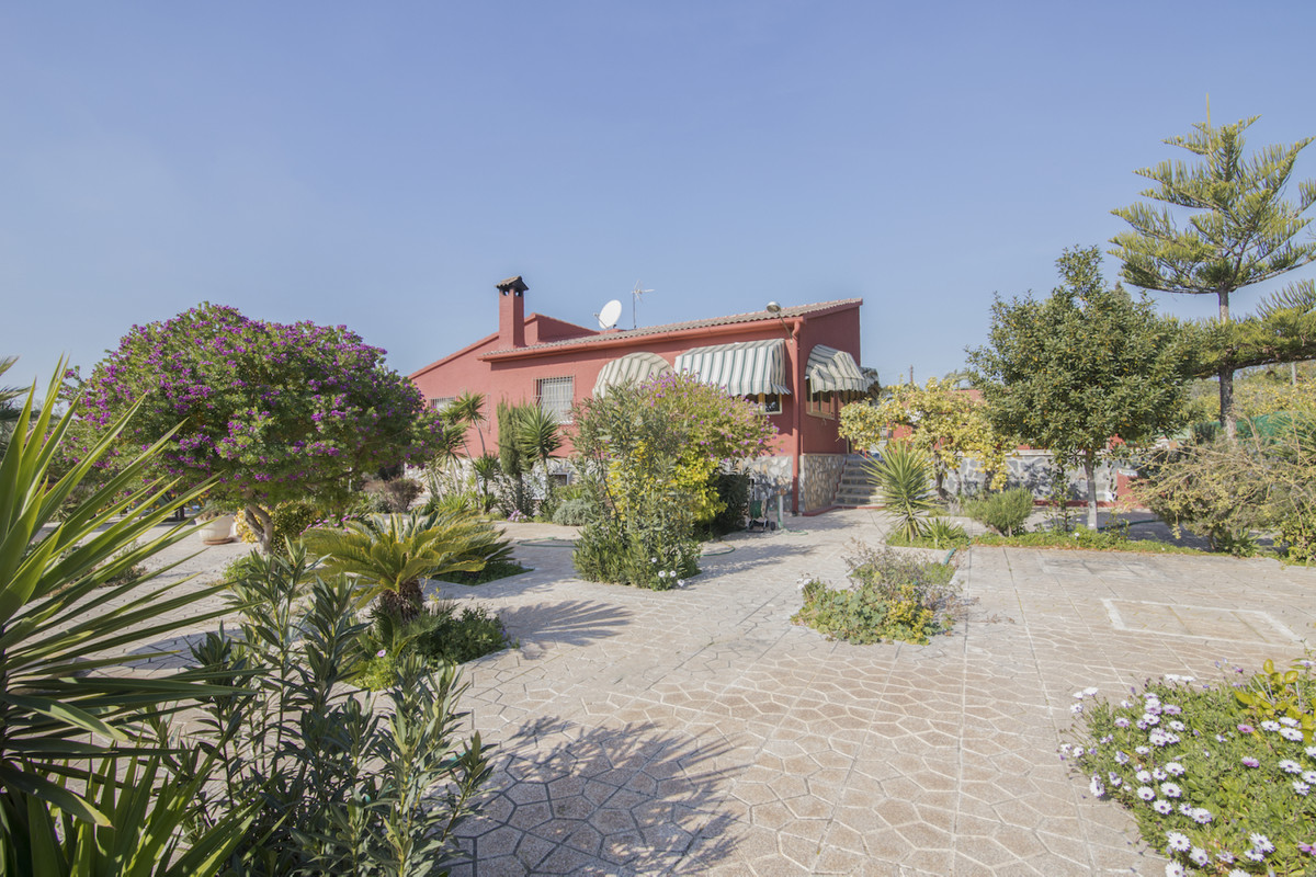 Large 5 bedroom country house with independent guest house located in a quiet residential area betwe, Spain
