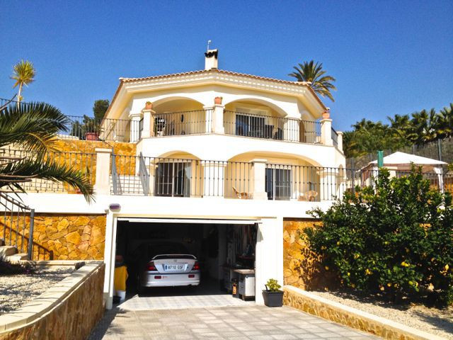 Impeccable, recently finished 5 bedroom luxury Villa with mountain and valley views in Busot.   This,Spain