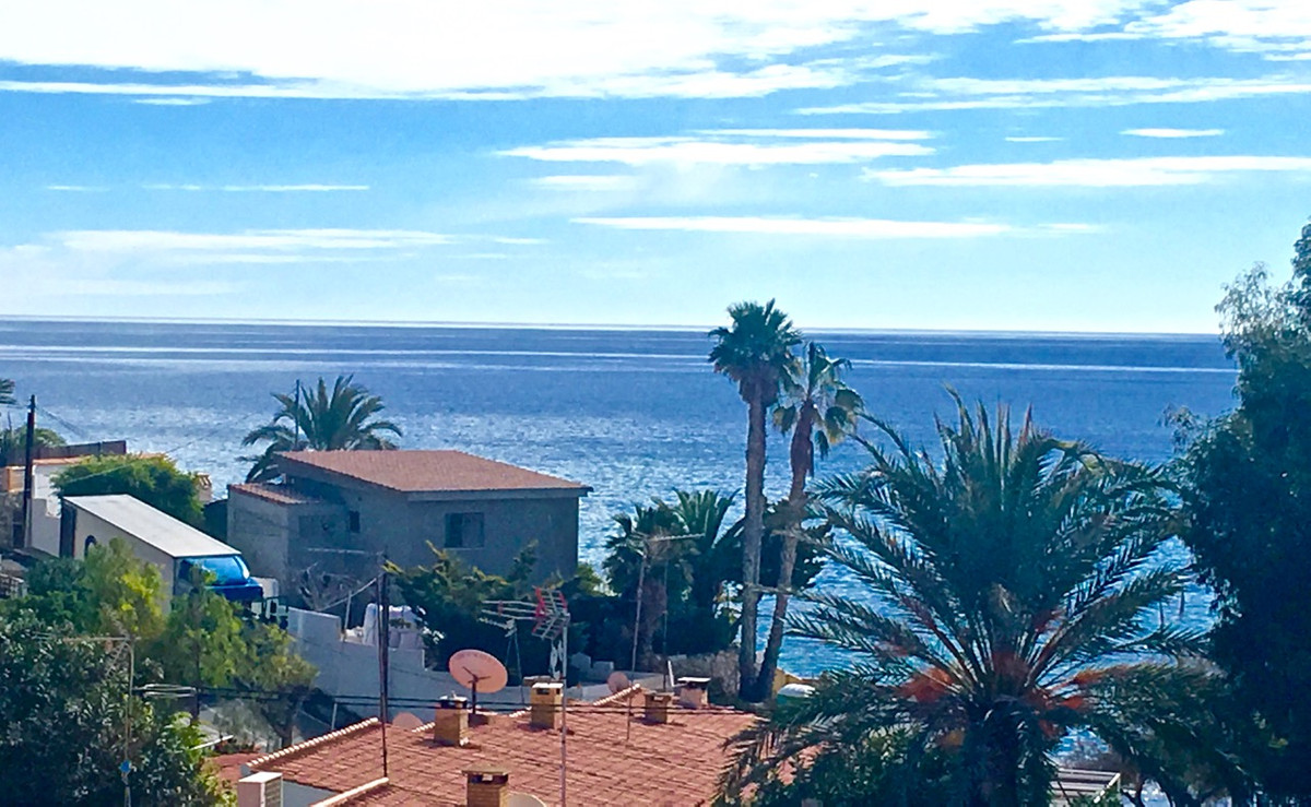Beautiful, sea view, contemporary villa just a short walk to the sea and cove in El Campello.  Moder, Spain
