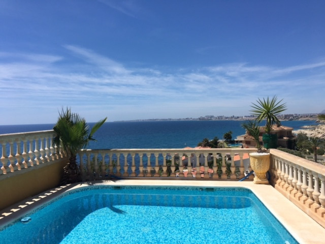 Magnificent 5 bedroom villa with unbeatable views in El Campello and with the main living area on gr, Spain