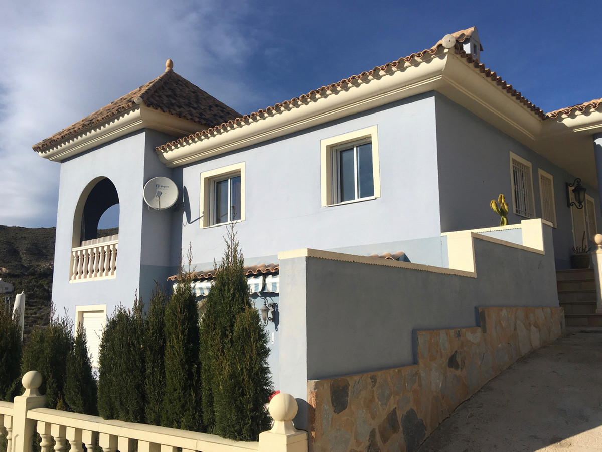 Excellent, imposing, 5 bedroom house in elevated position in highly regarded area in Campello.   200,Spain
