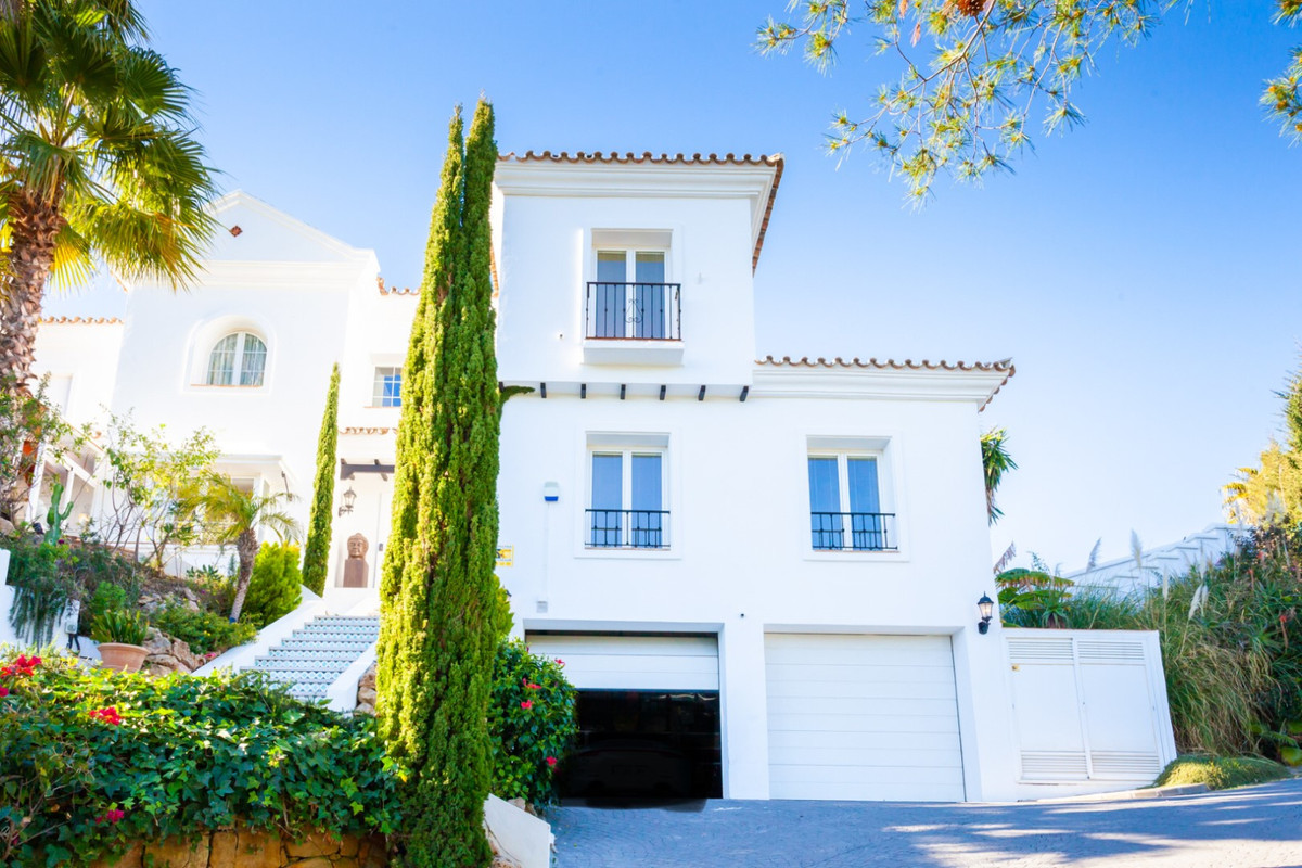 This great modern villa in El Rosario/Marbella has a perfect flow from the entrance which has a wide, Spain