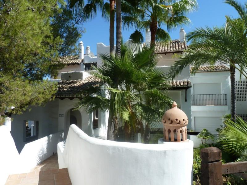 Marbella Banus Apartamento Planta Media en venta en La Quinta – R2485943