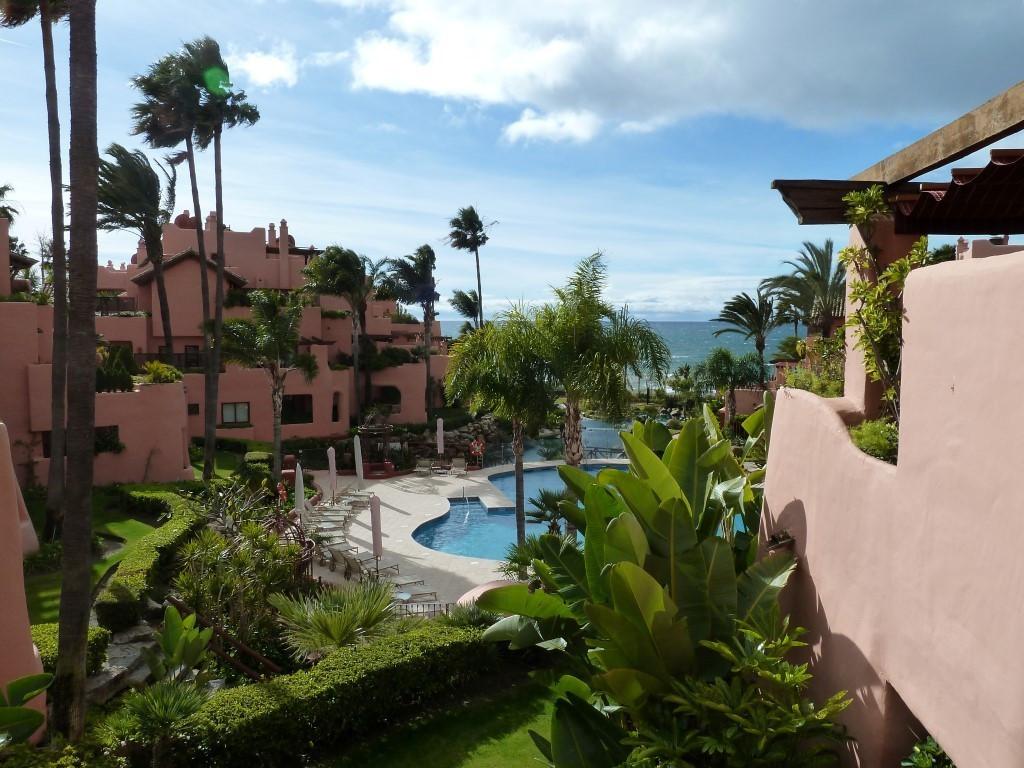 Marbella Banus Apartamento Planta Media en Venta en New Golden Mile – R3062380