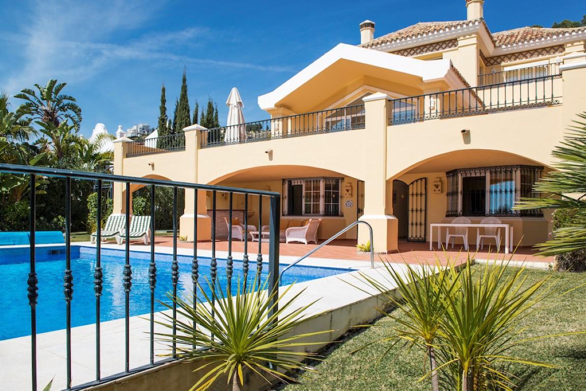 Villa 6 Dormitorios en Venta La Quinta