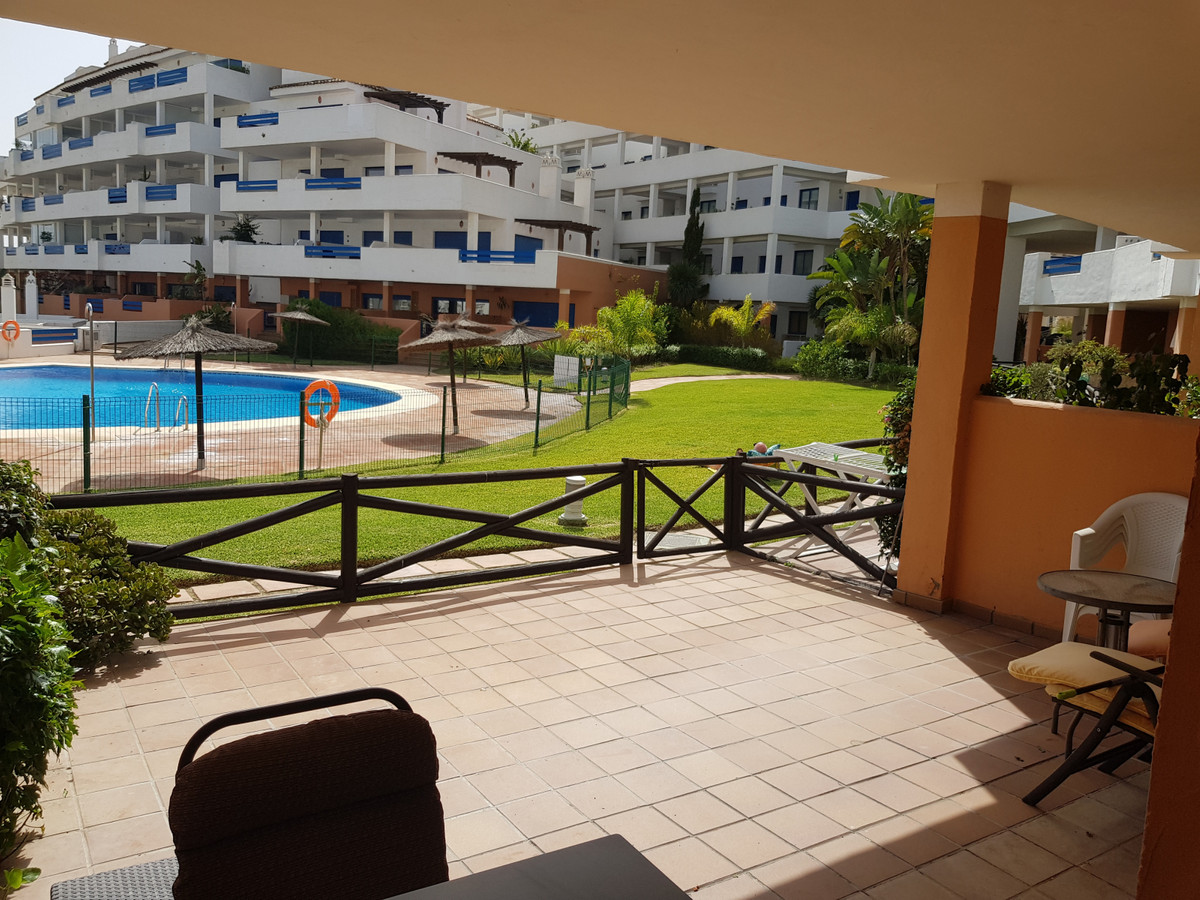 Great Location - 3 mins walk to amenities and 10 minutes walk to Duquesa Port. Ground Floor ApartmenSpain