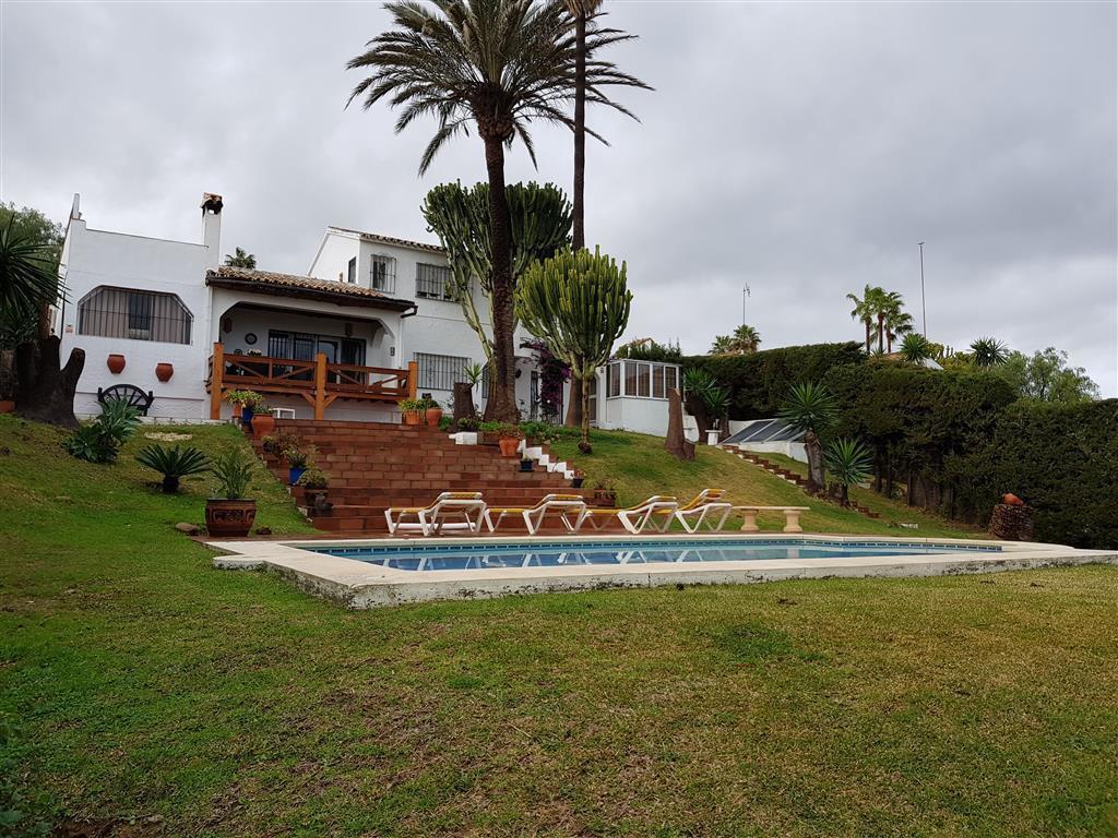 Detached Villa, La Duquesa, Costa del Sol. 4 Bedrooms, 3 Bathrooms, Built 220 m², Terrace 80 m², Gar,Spain