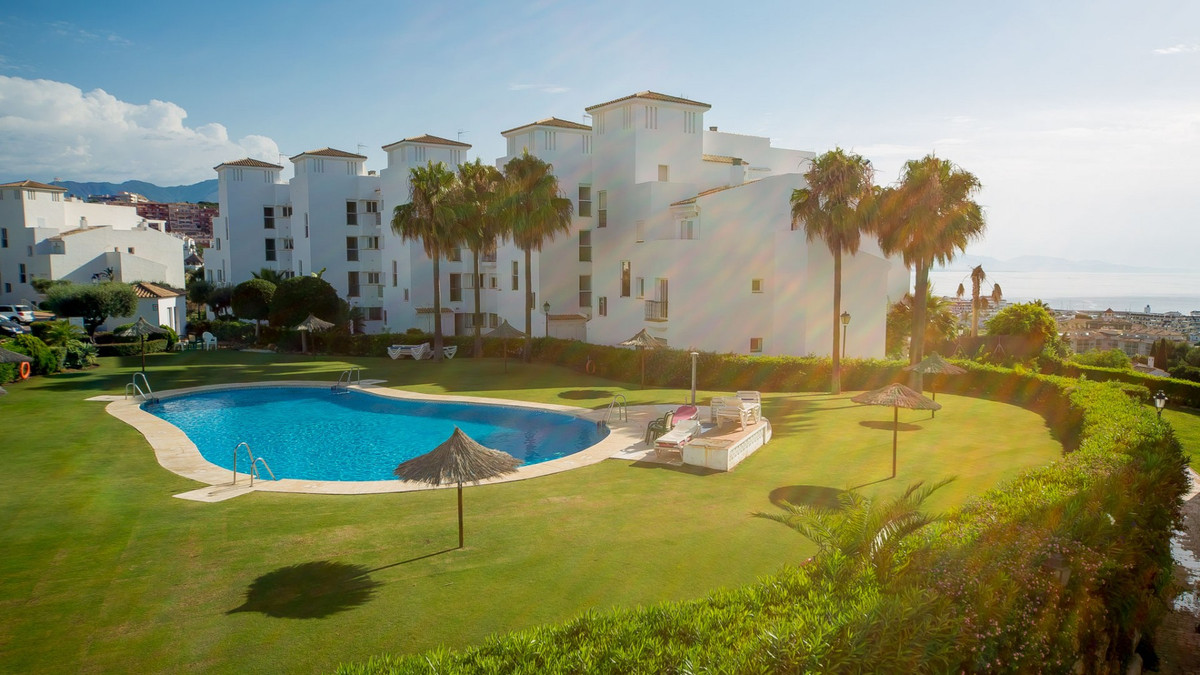South Facing middle Floor apartment, only 10 mins walk to amenities and the beach.  Middle Floor Apa, Spain