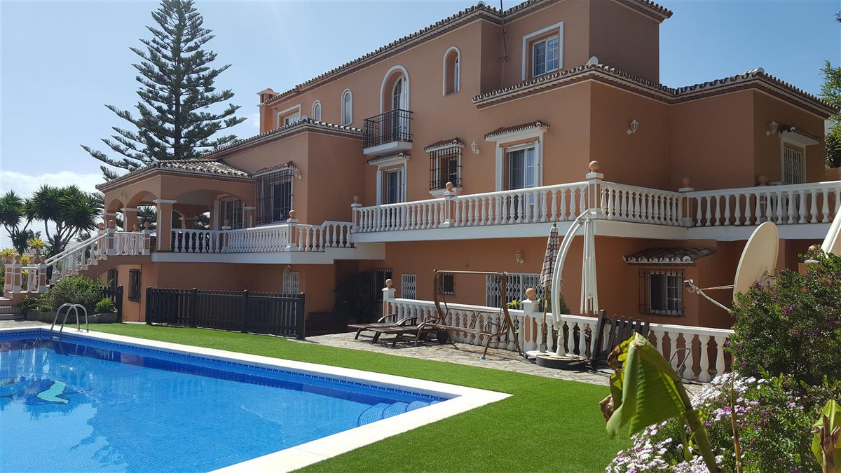 Excellent Location - One of the Largest Private Detached villas in the area. Suitable for bed and br, Spain