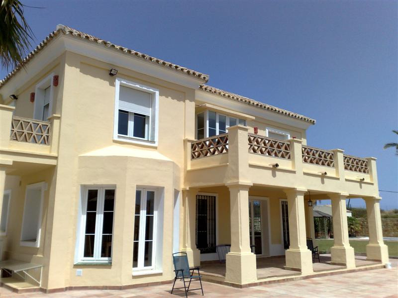 Villa,  Private,  Fitted Kitchen,  Parking: Garage,  Pool: Private,  Garden: Private,  Facing: South, Spain