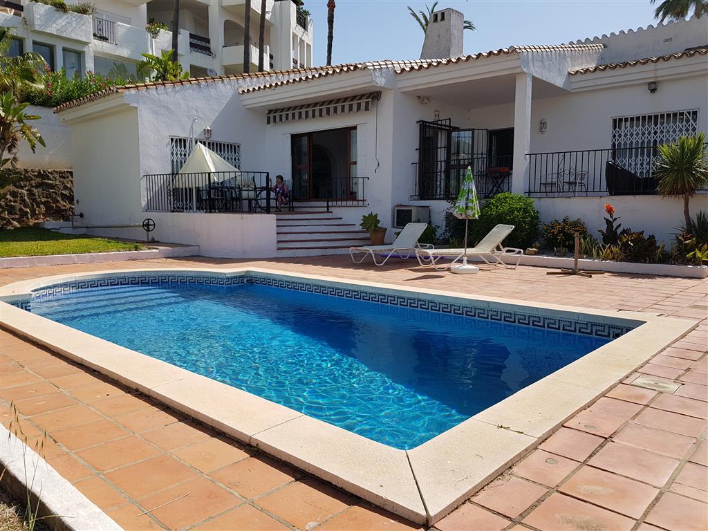 Detached Villa, La Duquesa, Costa del Sol. 4 Bedrooms, 3 Bathrooms, Built 185 m², Terrace 25 m², Gar,Spain