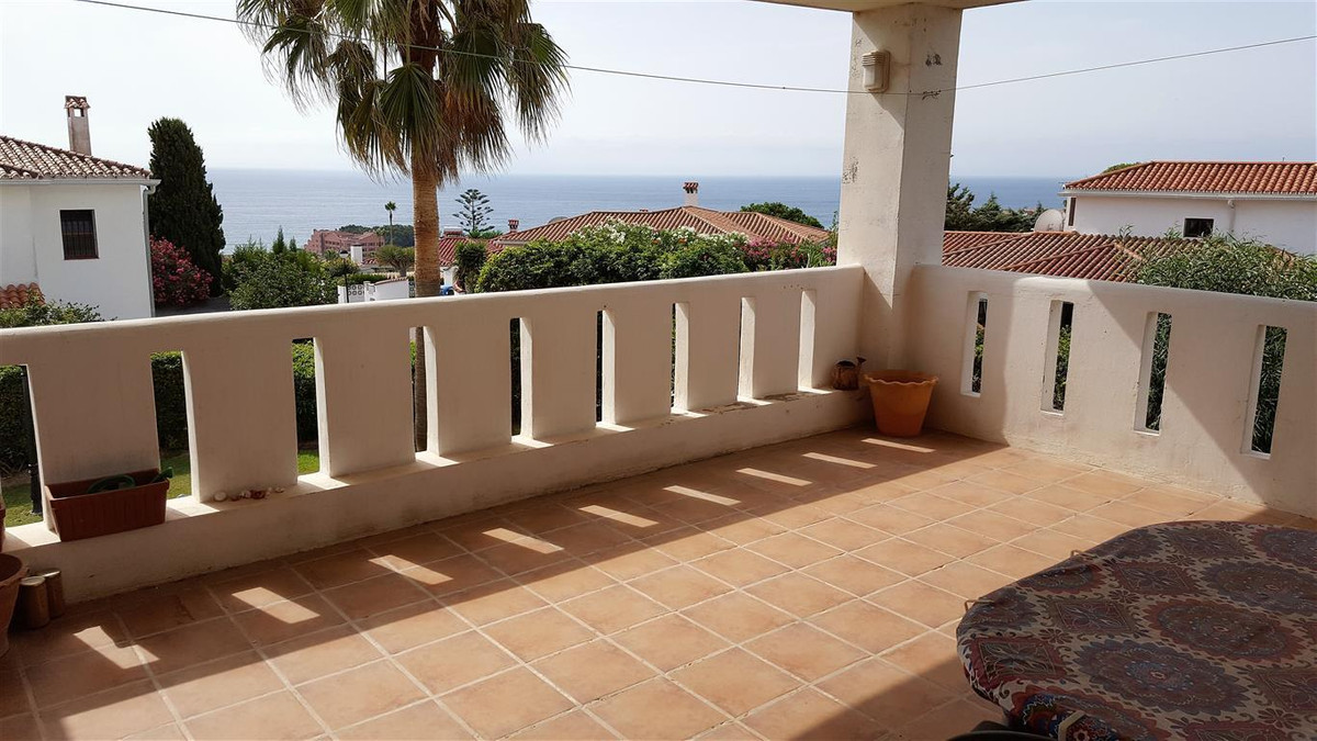 Middle Floor Apartment, La Duquesa, Costa del Sol. 2 Bedrooms, 2 Bathrooms, Built 78 m², Terrace 28 , Spain