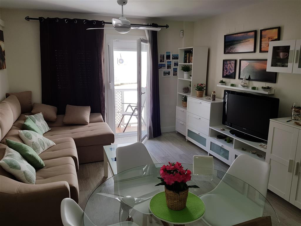 In the heart of Puerto de la Duquesa, recently reformed 1 bedroom apartment, close to all amenities. Spain