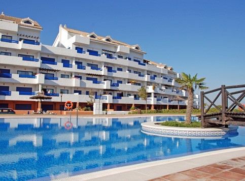Only 2 minutes walk to amenities (the Court yard) + 8 minutes walk to Puerto de la Duquesa. 2 large ,Spain