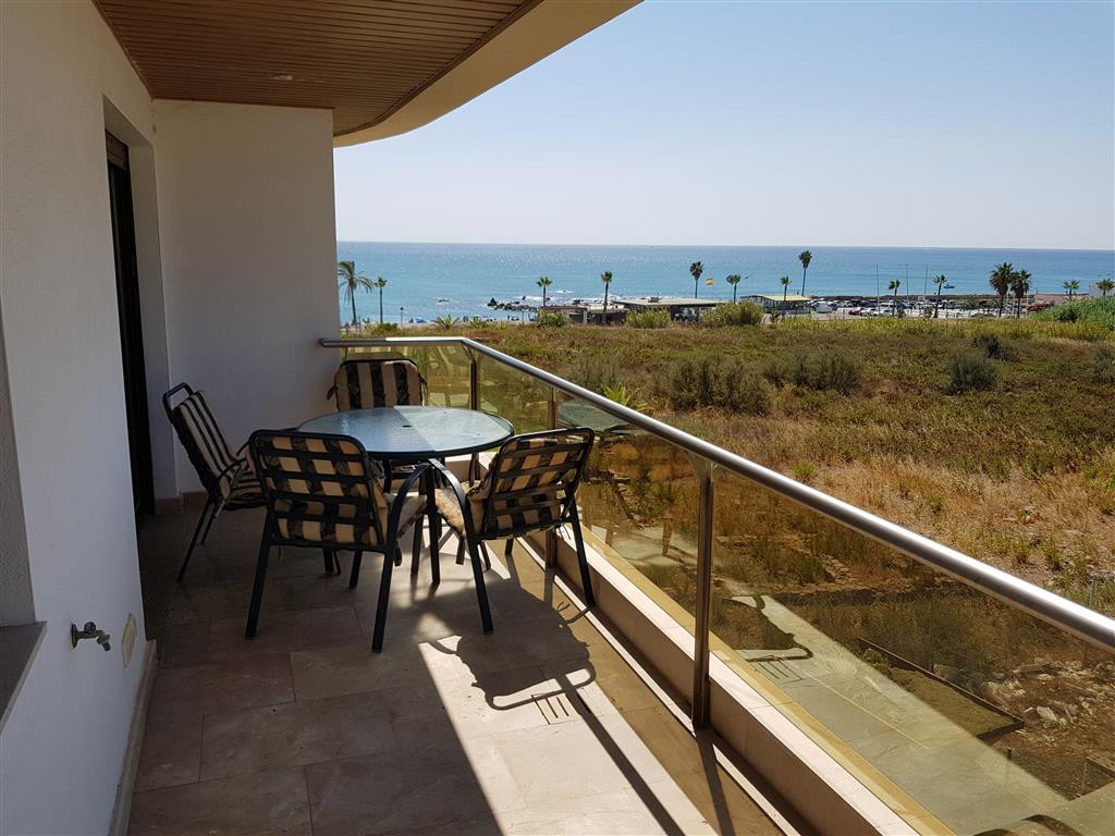 Front line beach development - South-West facing Modern corner apartment with sea views, only 5 minu, Spain
