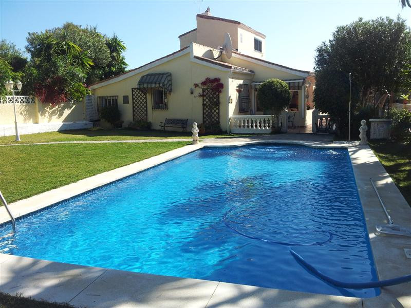 Ref:R763607 Villa For Sale in Manilva