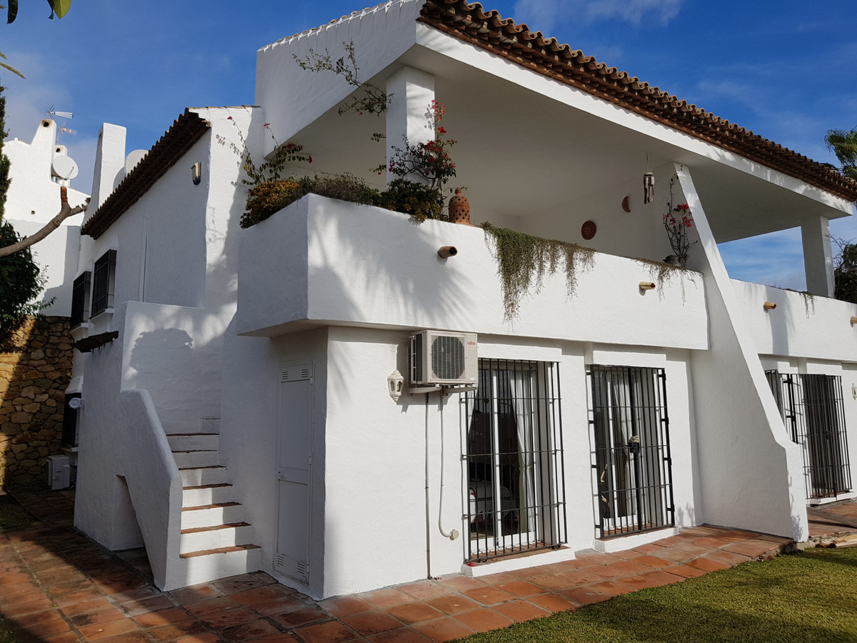 Location, Location, Large semi-detached townhouse with private garden only 6 minutes walk to Duquesa, Spain