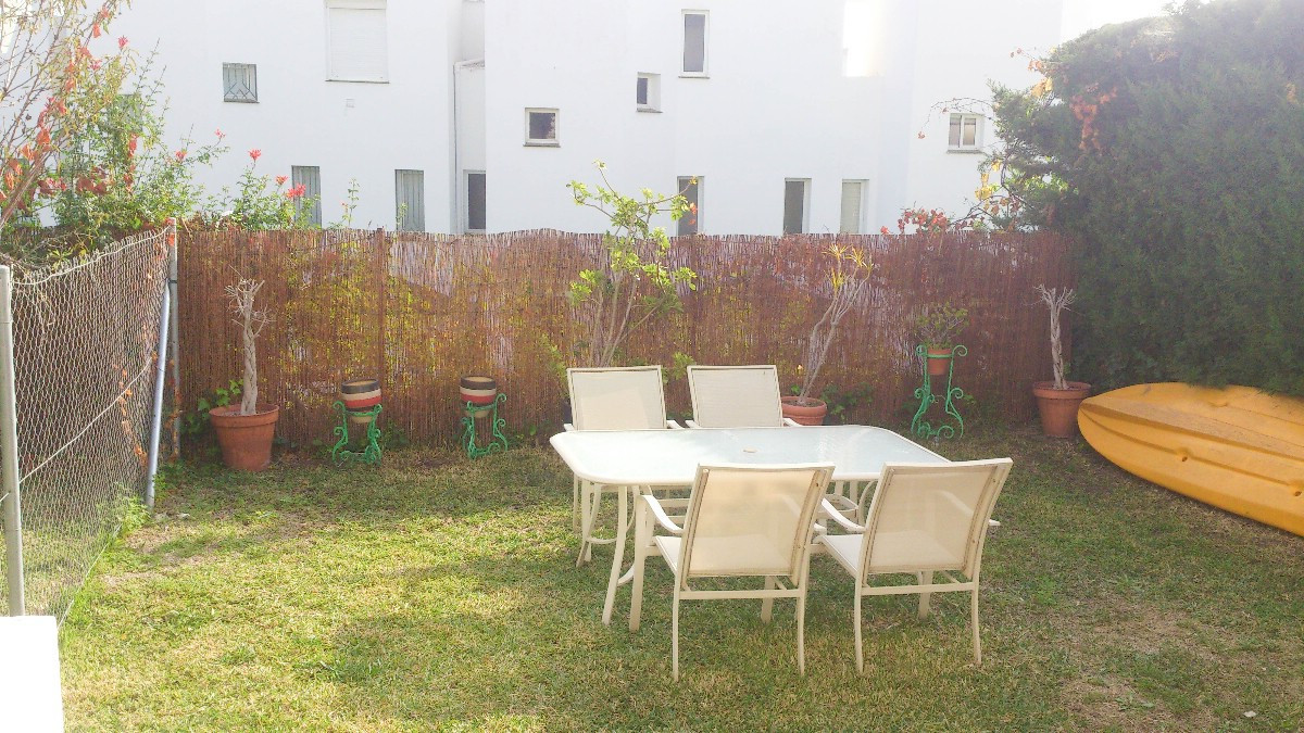 Lovely townhouse on 3 floors in the area Selwo. Very bright, located in a gated complex with private,Spain