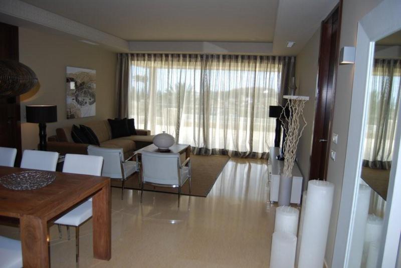 Marbella Banus Apartamento en Venta en Nueva Andalucía – R2442359
