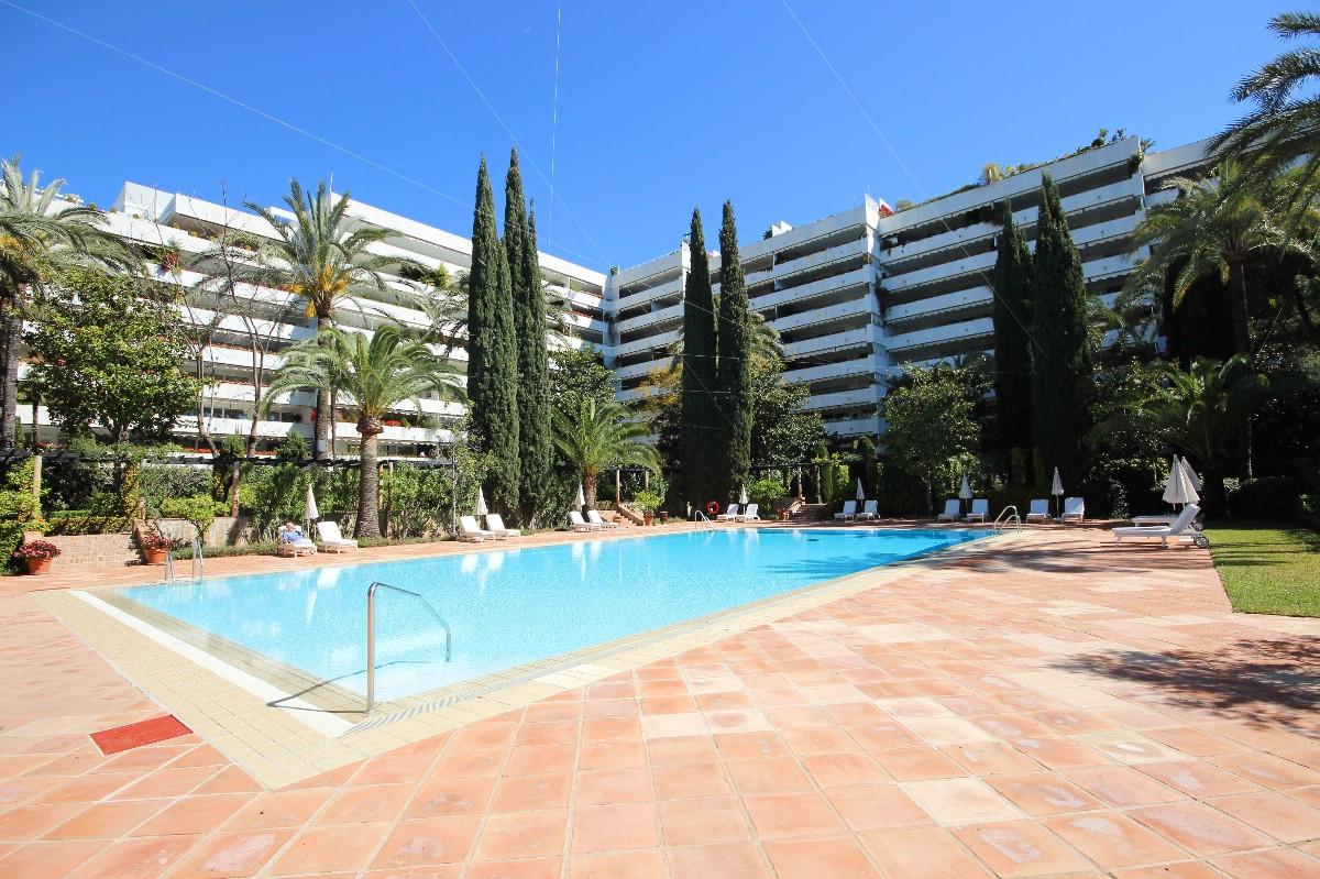 Marbella Banus Apartamento Planta Media en Venta en Marbella – R3302269