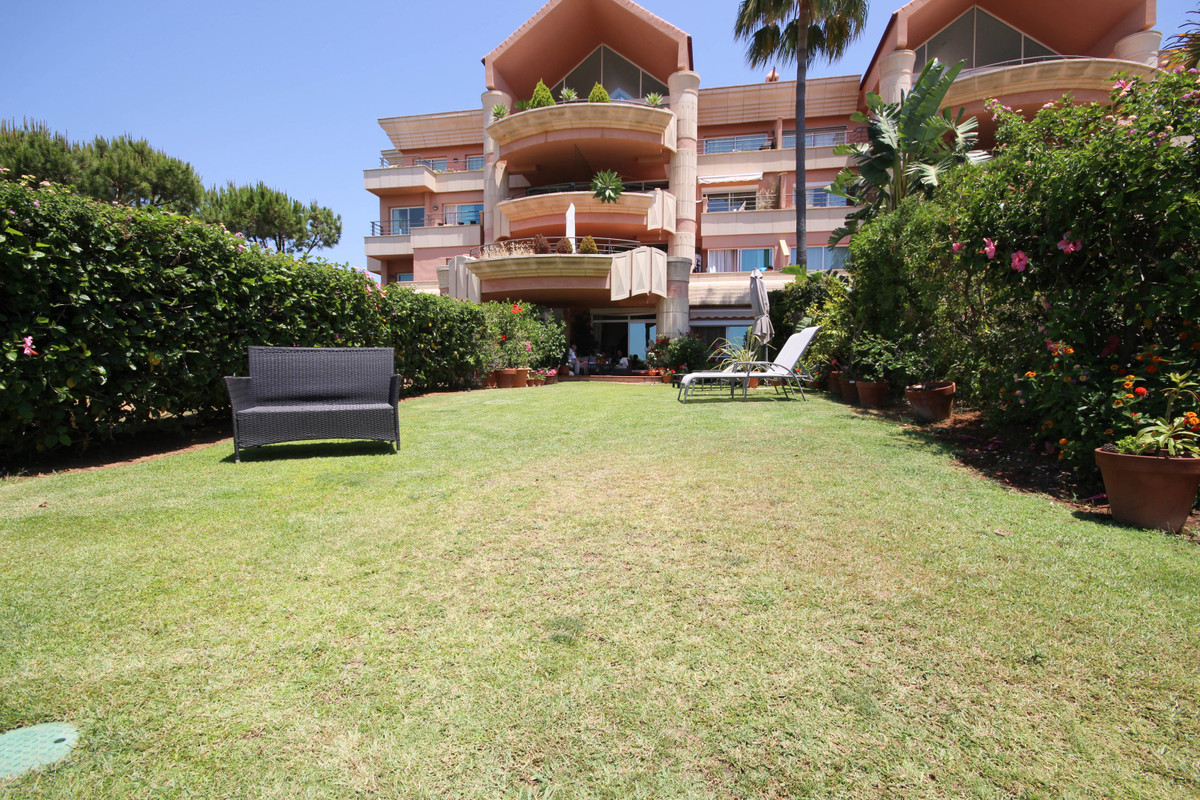 Ground Floor Apartment for sale in Nueva Andalucía